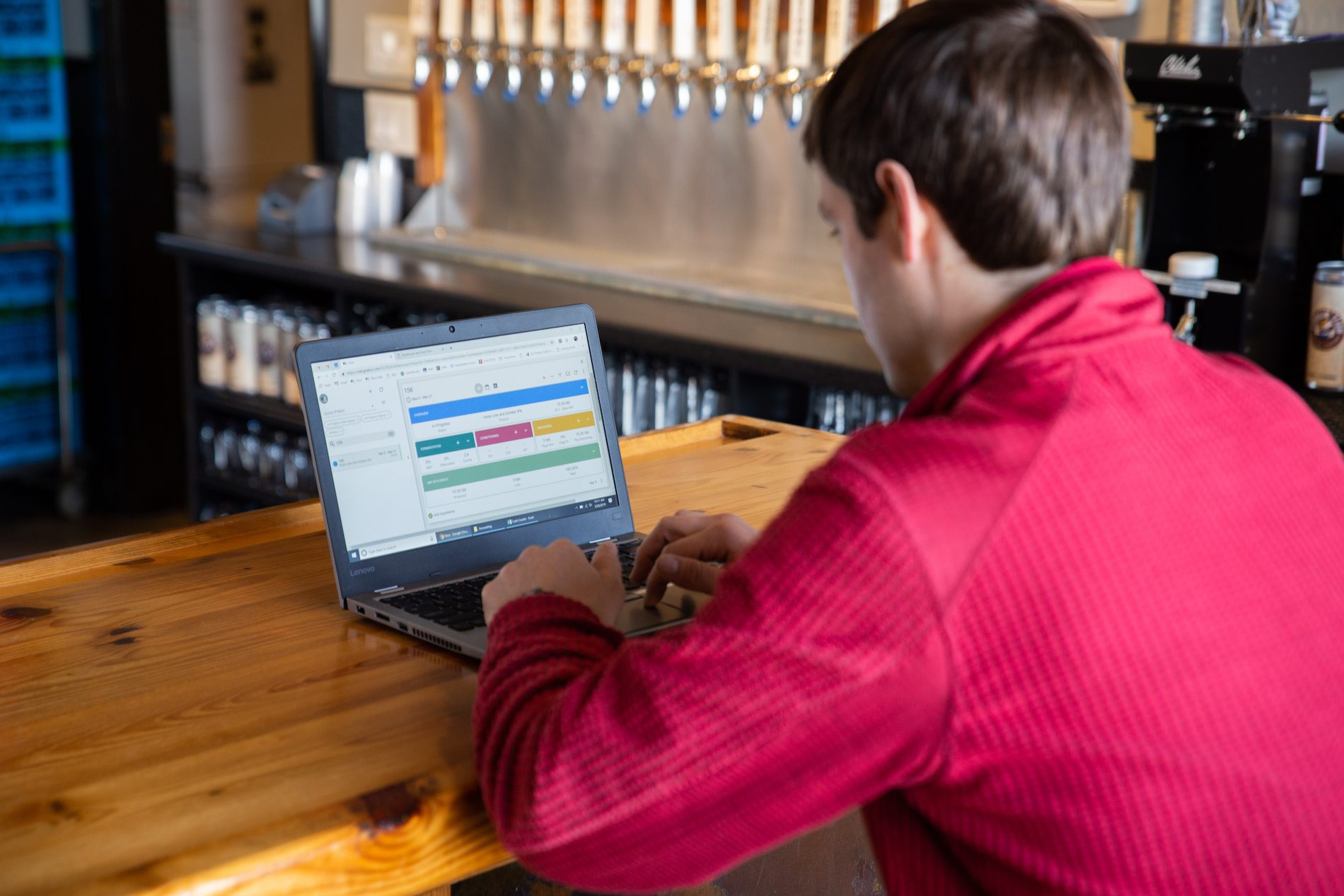 brewery employee using ekos software